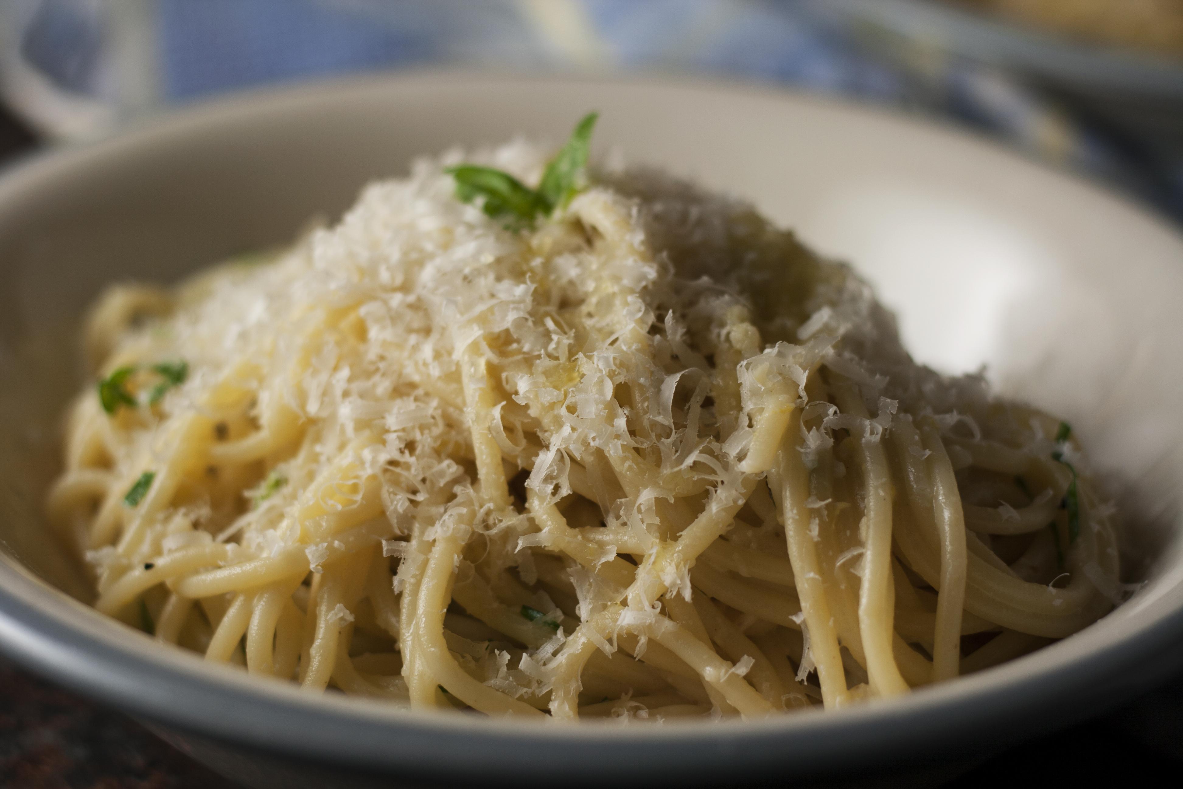 Spaghetti al Limone (Spaghetti with Lemon and Olive Oil ...